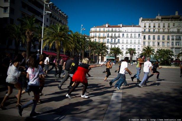 photos/zombiewalktoulon2011/zombiewalk2011.016.jpg